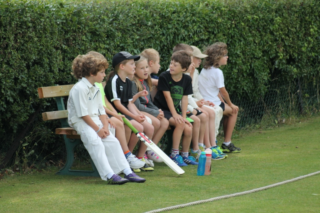 U10s waiting to bat on the bench (1024x683).jpg