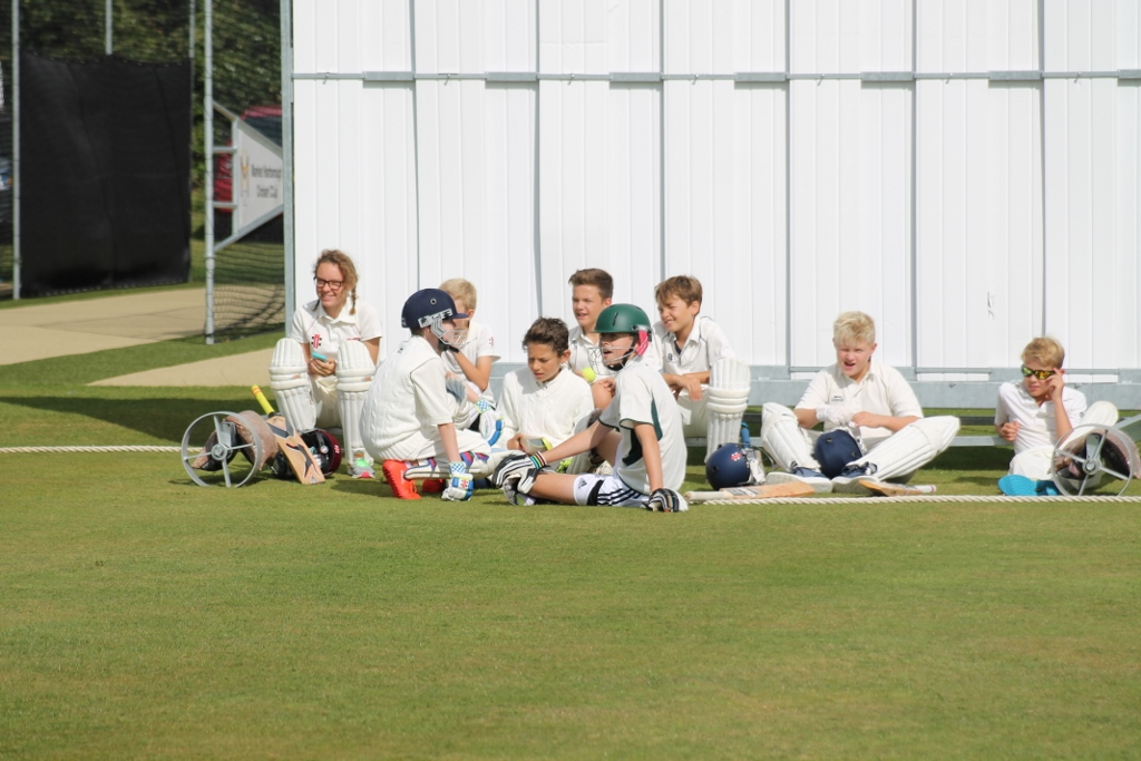 U13s waiting to bat (1024x683).jpg